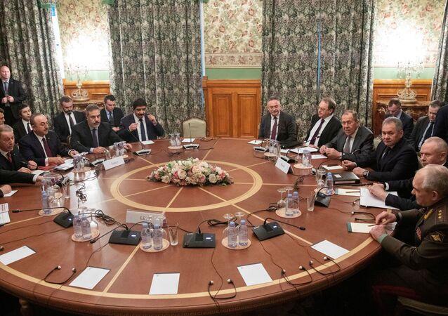 Autoridades da Rússia, Turquia e Líbia discutem a possibilidade de um cessar-fogo em Moscou