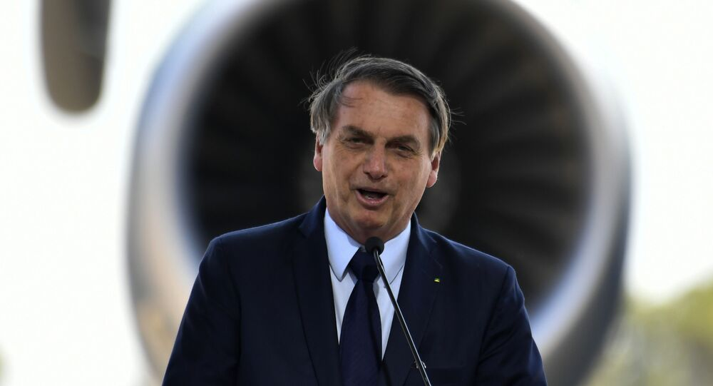 Presidente Jair Bolsonaro participa da entrega do avião cargueiro KC-390 da Embraer, na base aérea de Anápolis (GO).