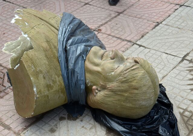 Busto representando Evo Morales, em 13 de janeiro de 2020