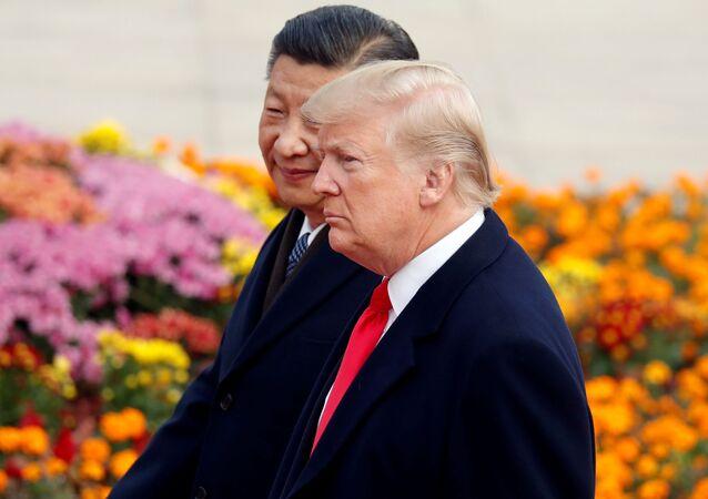 Presidente dos EUA, Donald Trump, participa de uma cerimônia de boas-vindas com o presidente da China, Xi Jinping, em Pequim