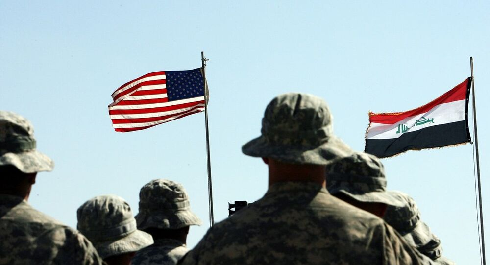 Tropas americanas durante cerimônia militar no Iraque (foto de arquivo)