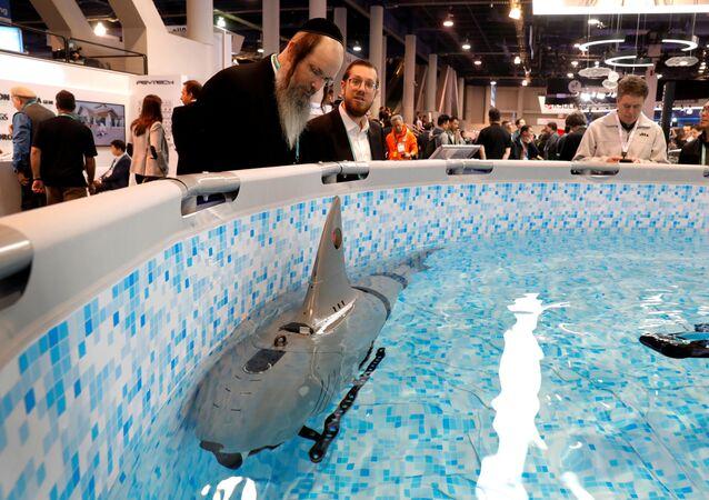Tubarão robótico Robo-Shark, para exploração subaquática, é exibido durante Exposição de Eletrônicos de Consumo (CES) 2020 em Las Vegas, nos EUA