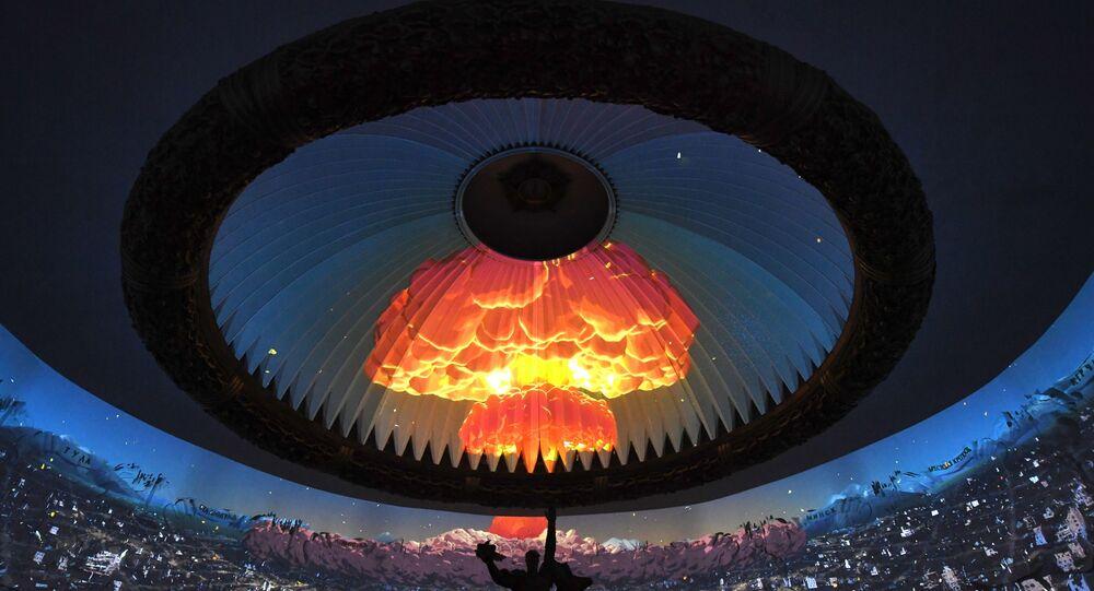 Nuvem de cogumelo em uma instalação no Museu da Vitória em Moscou, Rússia