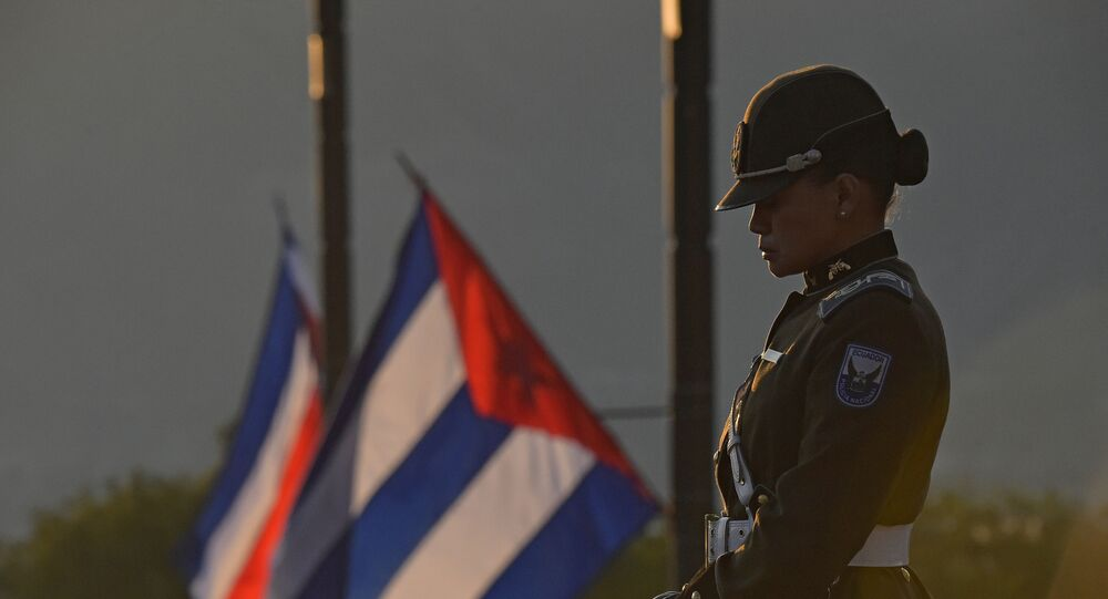 Policial aguarda chegada de presidentes para Conferência da CELAC, em Quito, Equador (foto de arquivo)