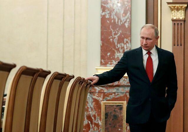 Presidente da Rússia, Vladimir Putin, pouco antes da renúncia do governo liderado por Dmitry Medvedev, em 15 de janeiro de 2020