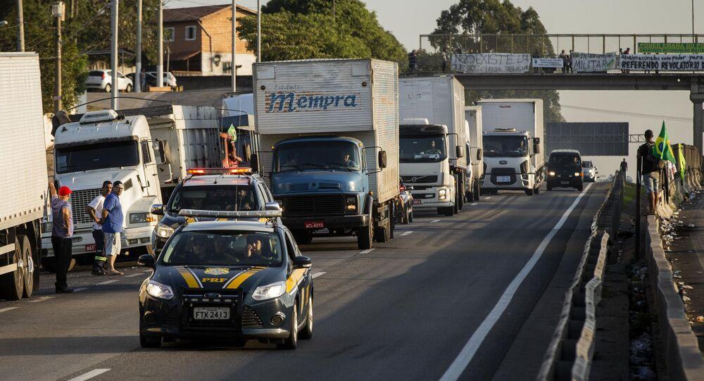 Movimentação na rodovia Régis Bittencourt, em São Paulo, durante greve dos caminhoneiros em 2018