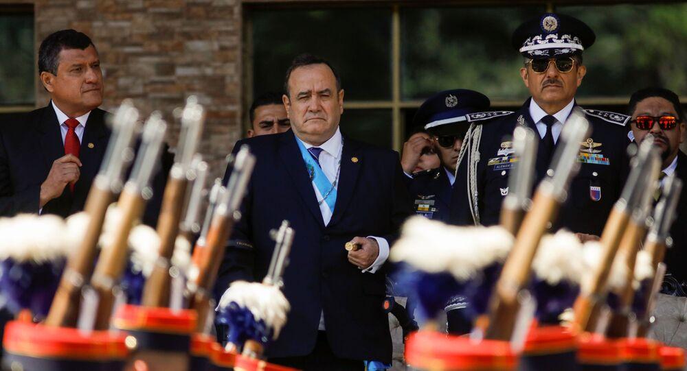 Presidente da Guatemala, Alejandro Giammattei, em cerimônia na qual as Forças Armadas reconhecem seu papel de Comandante Geral, em 15 de janeiro de 2020