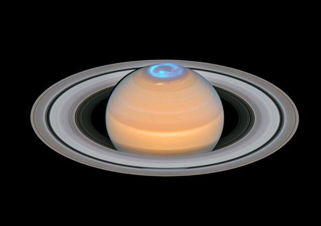 Aurora boreal em Saturno captada pela sonda da NASA Cassini