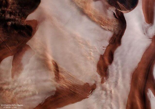 Tempestade no polo norte de Marte