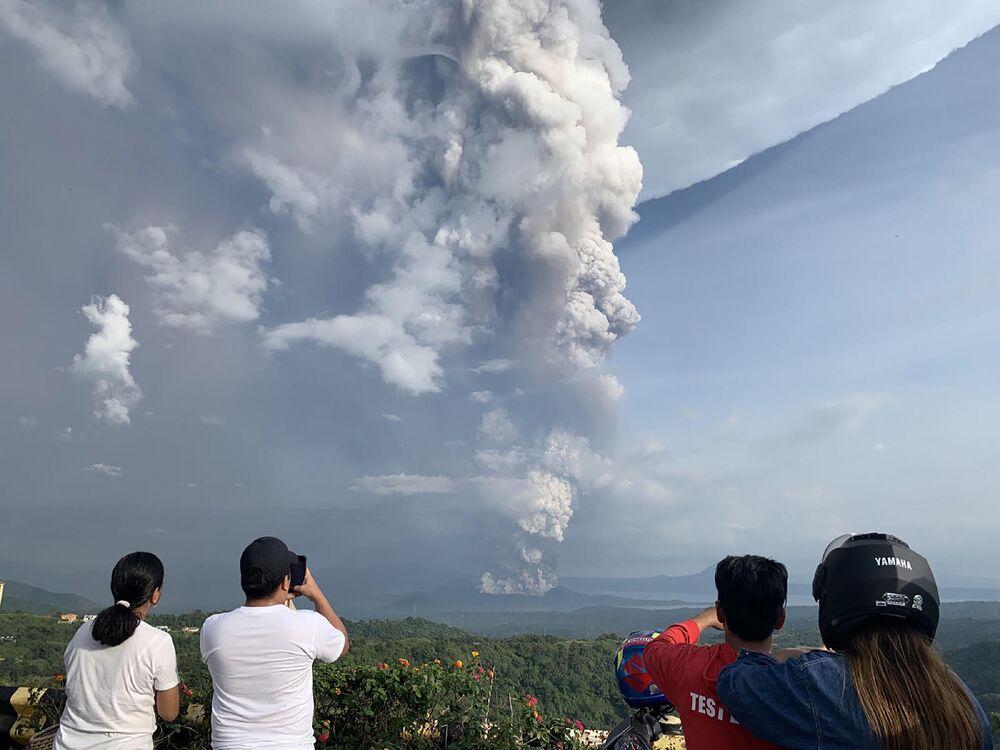 Erupção do vulcão Taal nas Filipinas, 12 de janeiro de 2020