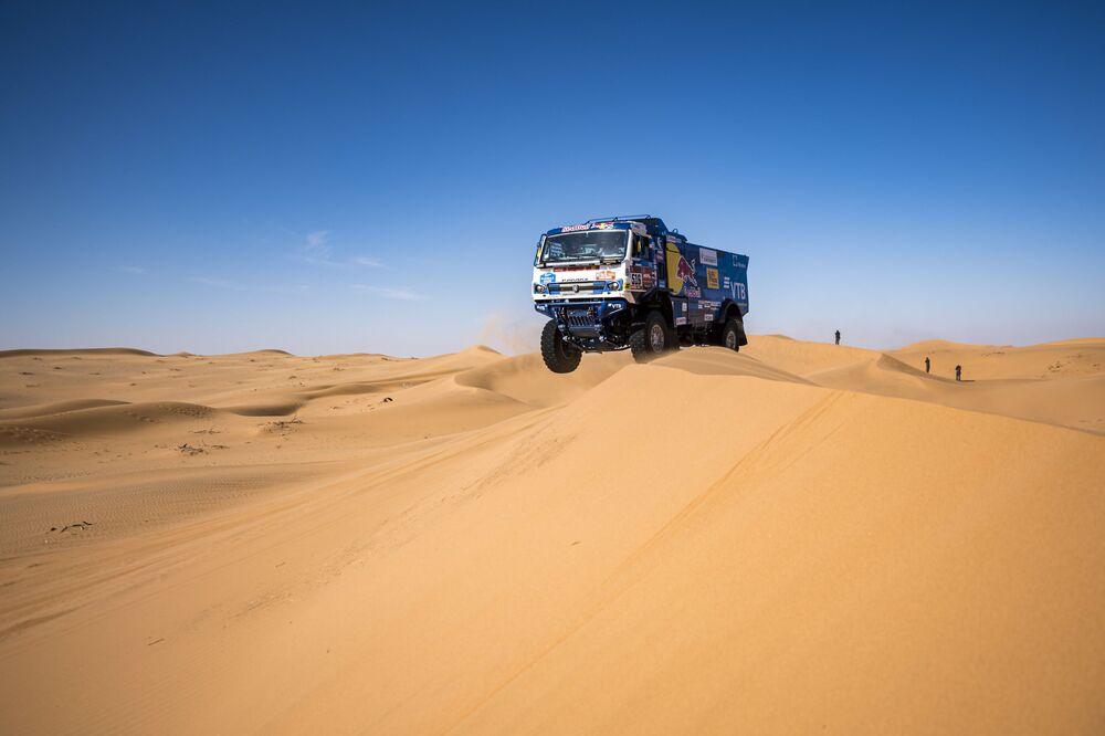 Participantes da corrida Rali Dakar 2020 na classe de caminhões na Arábia Saudita