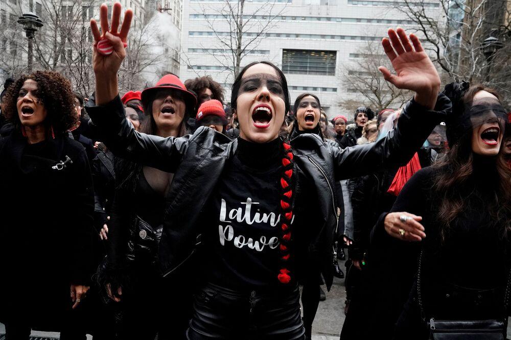 Mulheres protestam nas ruas de Nova York, nos EUA