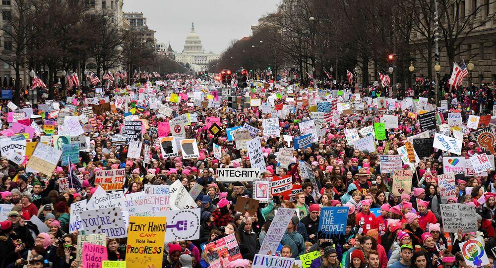 Protesto pelos direitos das mulheres e contra Trump reúne milhares em Washington