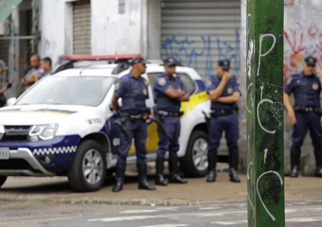 Poste e visto pichado com as siglas da facção criminosa PCC (Primeiro Comando da Capital) na região conhecida como cracolândia, no bairro da Luz, no centro de São Paulo.