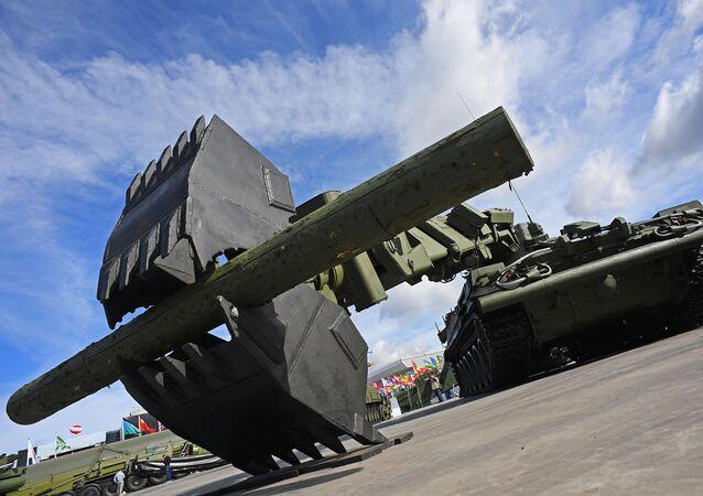 Veículo de engenharia para desobstrução IMR-3M na exposição internacional de material militar Exército 2016