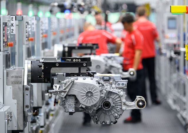 Motor de carro elétrico em fábrica na Alemanha. O paládio é usado na produção de carros que emitem menos gases causadores do efeito estufa