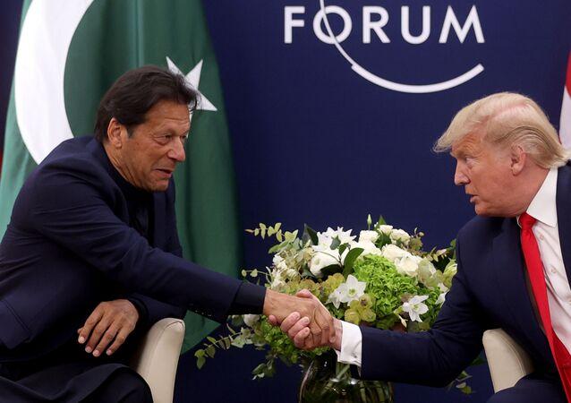 Encontro entre o premiê paquistanês Imran Khan e o presidente americano Donald Trump em Davos