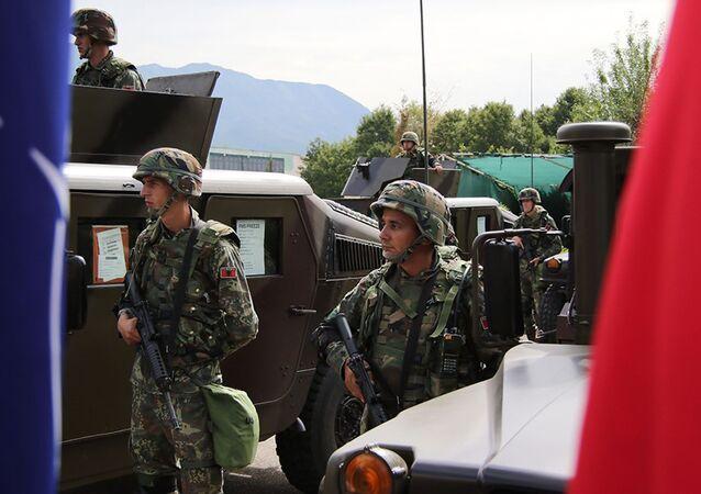 Soldados do Exército da Albânia em Tirana, capital do país balcânico