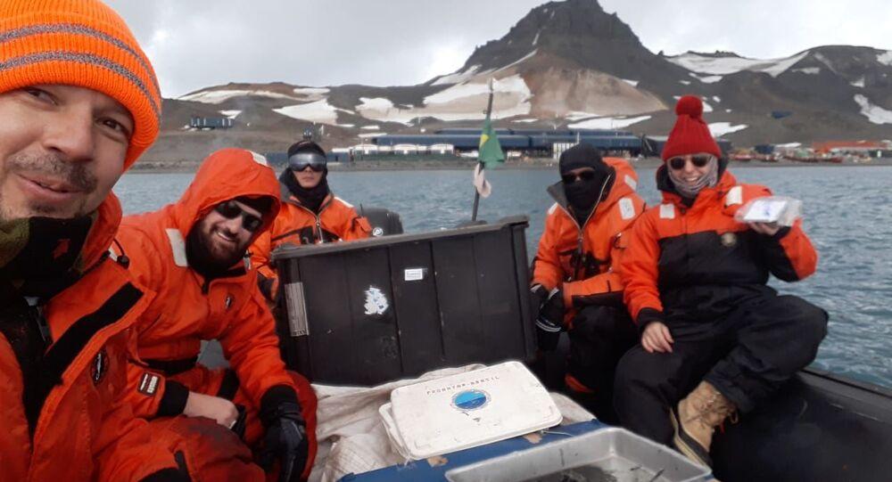 Pesquisadores brasileiros durante expedição à Antártica