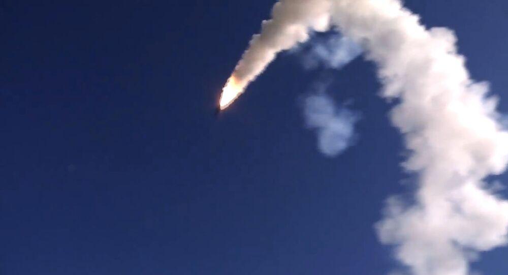 Lançamento de míssil de cruzeiro Oniks a partir do sistema de mísseis Bastion, na Síria