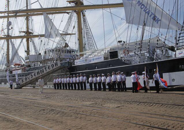 Capitão do veleiro Kruzenshtern aguarda chegada do cônsul-geral da Rússia no Rio de Janeiro com sua tripulação