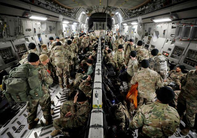 Paraquedistas norte-americanos a caminho da Colômbia