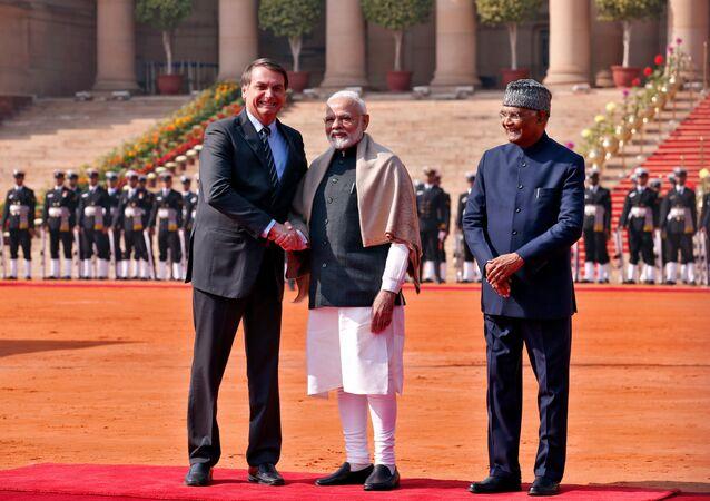 Presidente do Brasil, Jair Bolsonaro, primeiro-ministro da Índia, Narendra Modi, e o presidente indiano, Ram Nath Kovind, durante a recepção de Bolsonaro no Palácio Presidencial Rashtrapati Bhavan em Nova Deli, 25 de janeiro de 2020