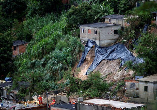 Deslizamento após fortes chuvas em Minas Gerais