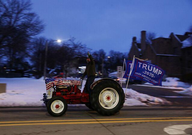 Apoiador do pré-candidato a reeleição nos EUA, Donald Trump, demonstra seu apoio, em Iowa, em 25 de janeiro de 2020