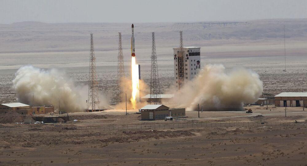 Lançamento do foguete-portador de satélite Simorgh (foto de arquivo)