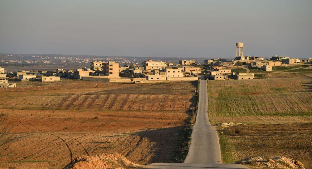 Caminho rumo ao sul da província de Idlib, na Síria