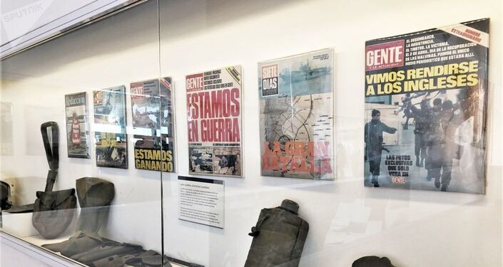 Galeria com manchetes de jornais da época