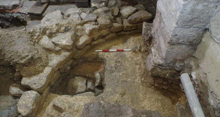 Escavação arqueológica na Igreja de Bath