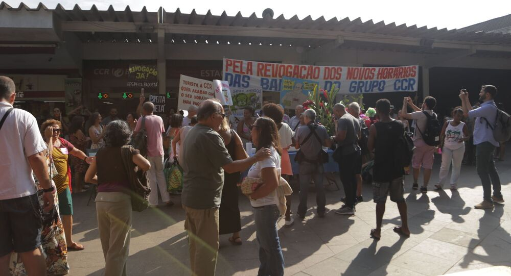 Manifestação dos moradores de Paquetá contra cortes nos horários das barcas
