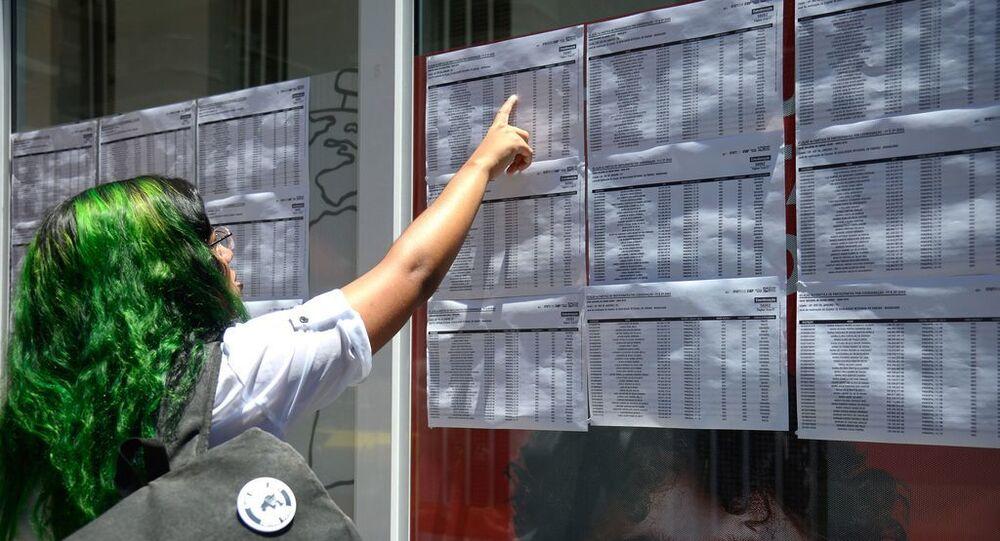Candidatos chegam para o primeiro dia de provas do Exame Nacional do Ensino Médio (Enem), na Tijuca, zona norte do Rio (foto de arquivo)