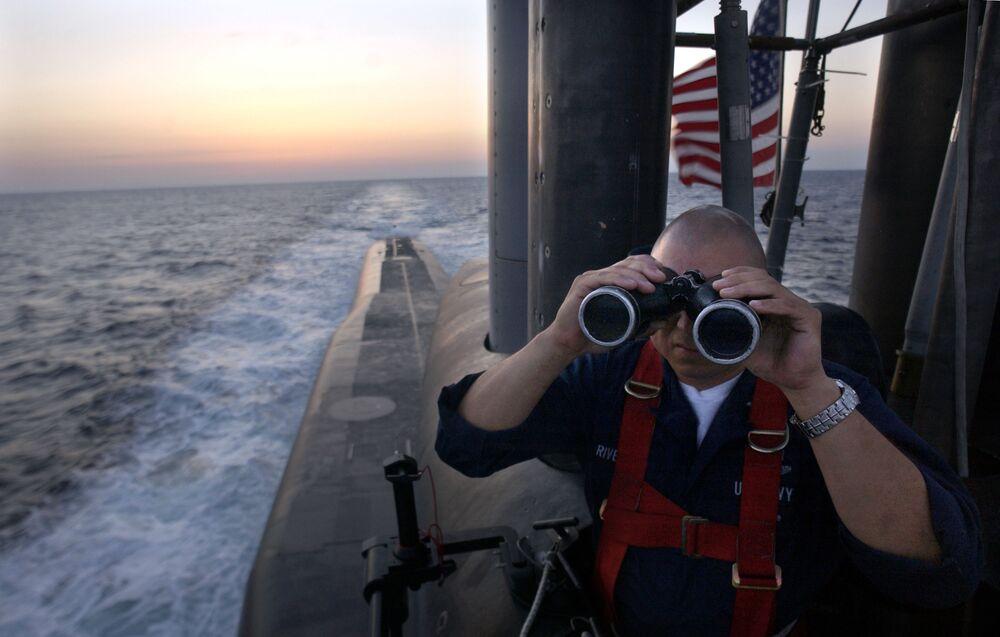 Oficial a bordo do submarino USS Florida, da classe Ohio (em 1º lugar da lista da National Interest)
