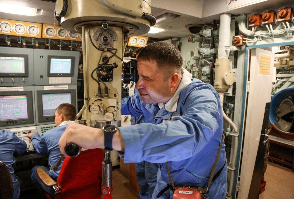 Assistente do comandante do submarino estratégico nuclear russo K-535 Yuri Dolgoruky (em 3º lugar da lista da National Interest) no posto de comando