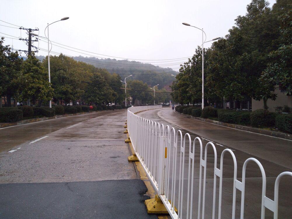 Wuhan tem rua deserta