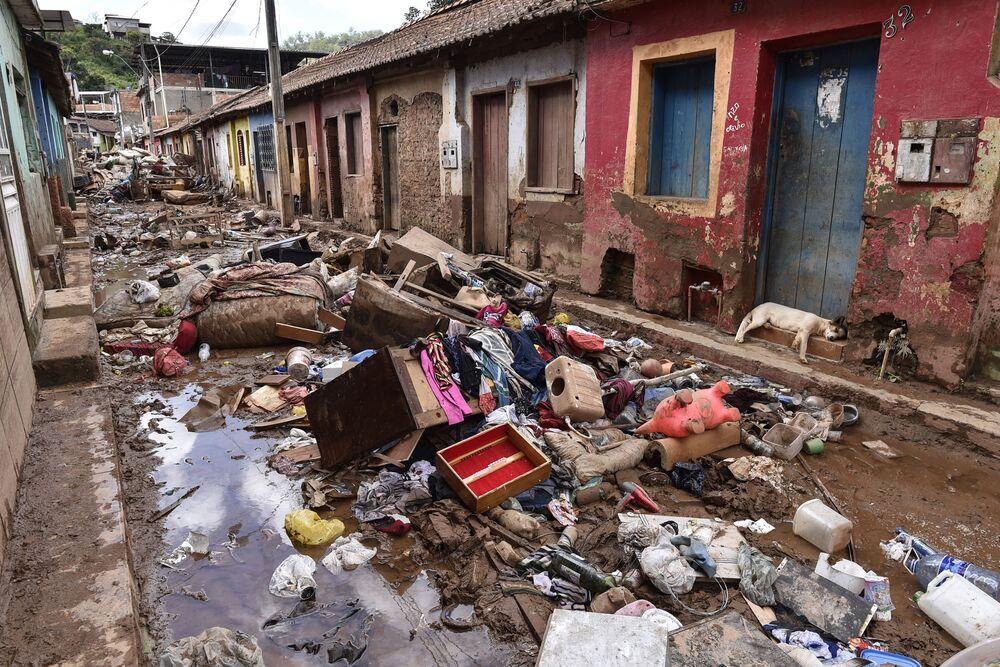 Vista da destruição material resultante das fortes chuvas em Belo Horizonte