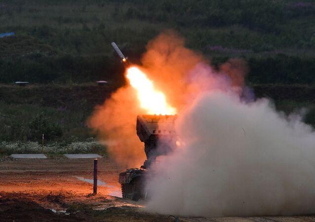 Sistemas de lança-foguetes pesados russos OS-1A Solntsepiok no fórum militar EXÉRCITO 2019