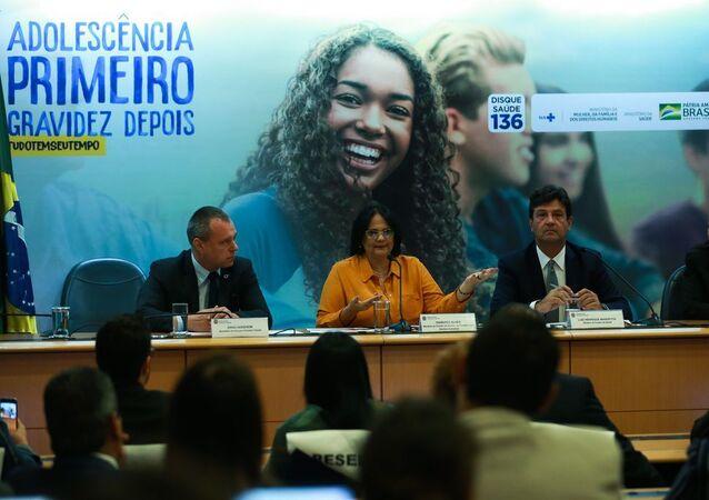 A ministra da Mulher, da Família e dos Direitos Humanos, Damares Alves, e o ministro da Saúde, Luiz Henrique Mandetta, lançam a Campanha Nacional de Prevenção à Gravidez na Adolescência.