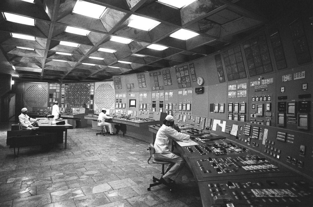 Sala de controle da unidade da usina nuclear de Chernobyl em 1986