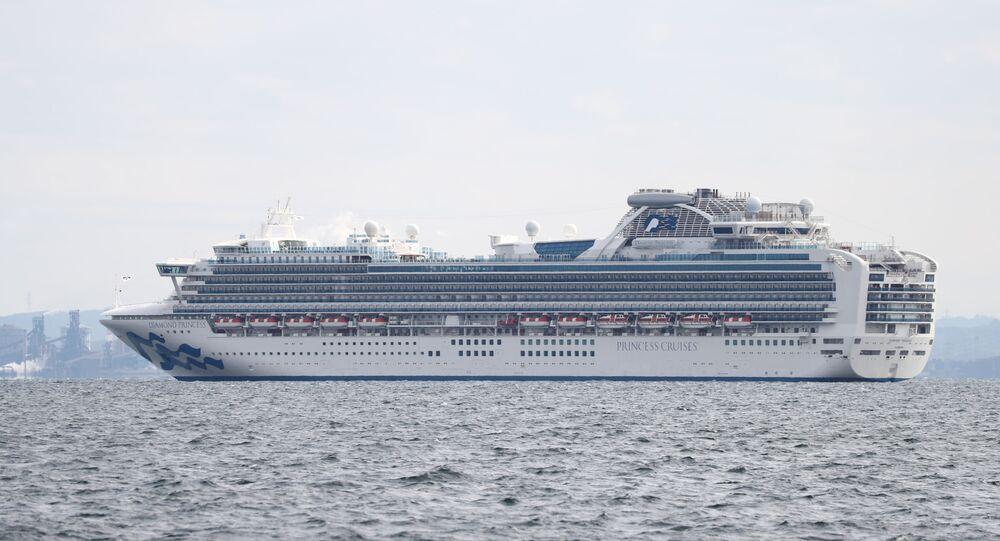 Cruzeiro Diamond Princess em quarentena com mais de 3.500 pessoas a bordo no Japão (imagem referencial)