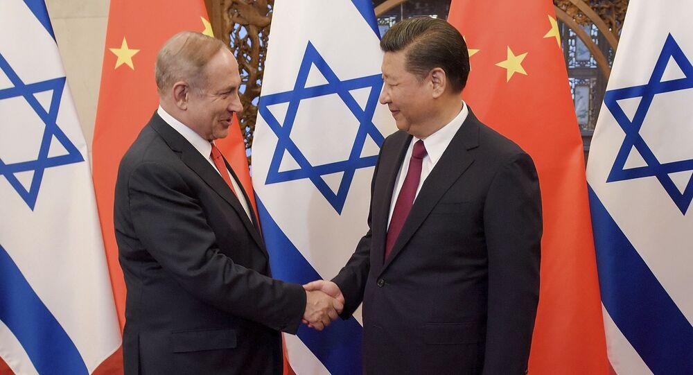 Primeiro-ministro de Israel, Benjamin Netanyahu, é recebido pelo presidente da China, Xi Jinping, em Pequim (foto de arquivo)