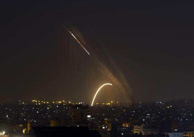 Foguetes são lançados da Faixa de Gaza em direção a Israel (imagem de arquivo)