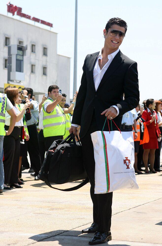 Cristiano Ronaldo chega ao Aeroporto Portela, em Lisboa