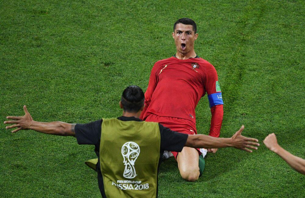 Jogador Cristiano Ronaldo durante uma partida em Sochi, Rússia