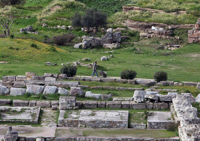Fundações de um edifício público no antigo cemitério chamado Cerâmico, em Atenas, Grécia (imagem de arquivo)