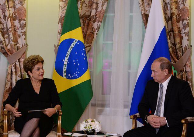 A presidenta do Brasil, Dilma Rousseff, em encontro com o chefe de Estado da Rússia, Vladimir Putin