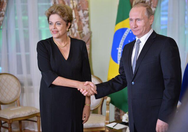 Vladimir Putin e Dilma Rousseff durante a reunião no âmbito da cúpula dos BRICS em Ufá